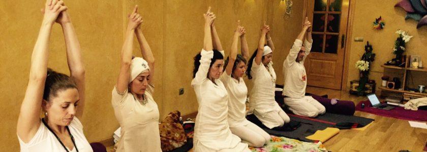Kundalini Yoga para principiantes  cc7b5603ac57
